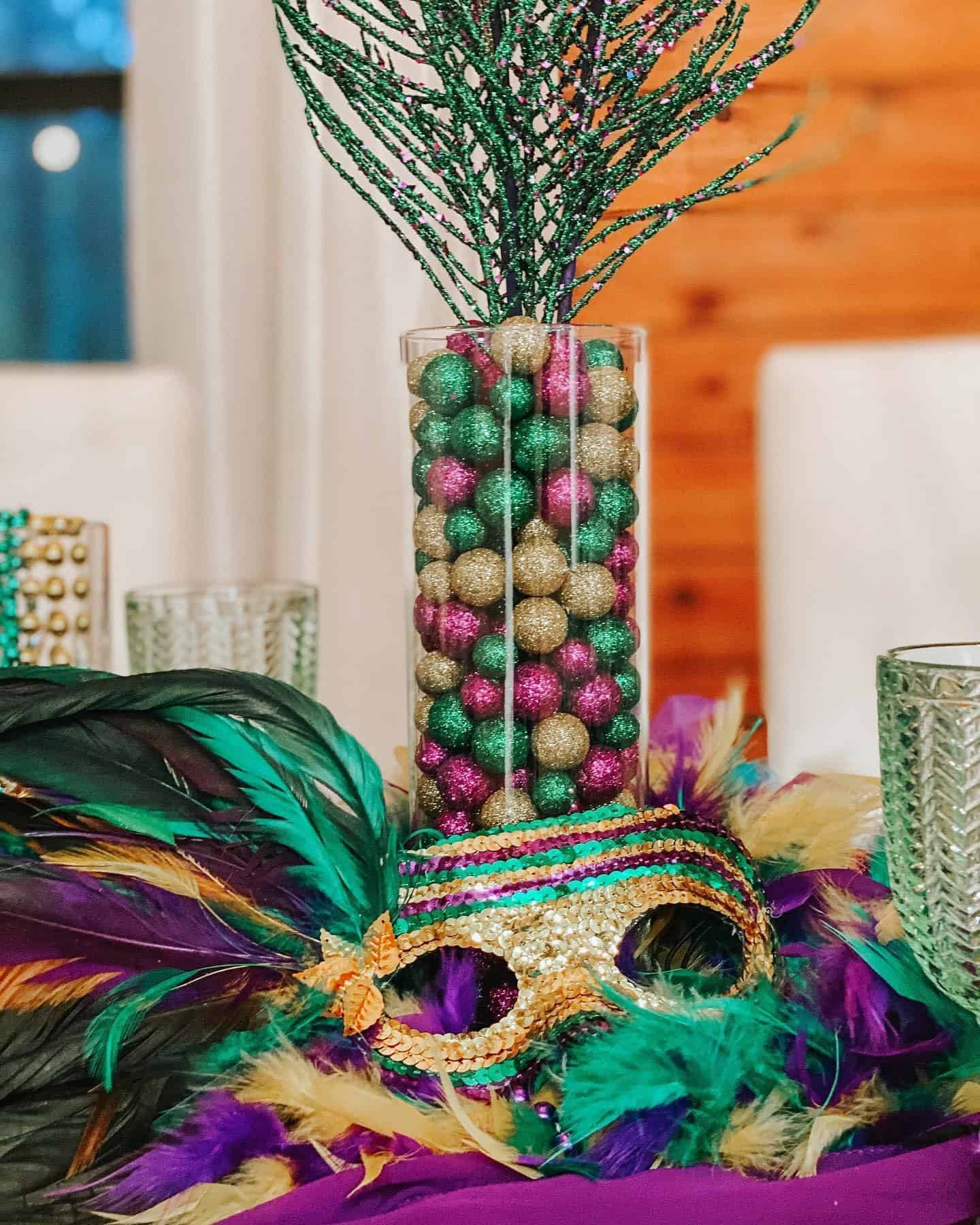 Maris gras Picnic decorations